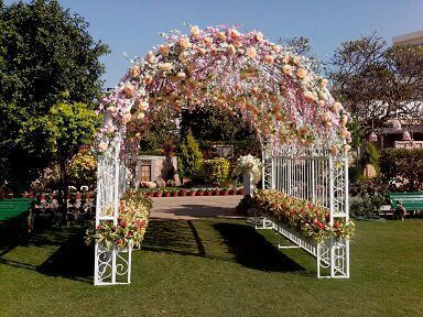 20 Floral Entrance Decor to Venue For Royal Weddings, 1 196
