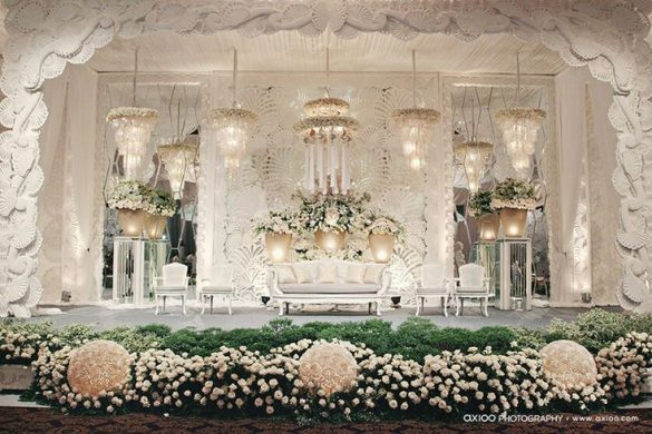 Elegant Ways to Choose White Color Theme for Your Wedding Venue, 1 23