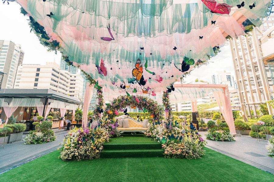 22 Mesmerising & Unique Ceiling Decor Ideas for Wedding Venue, 1 236