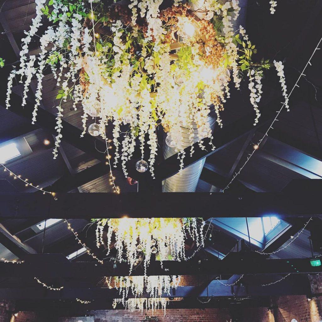 22 Mesmerising & Unique Ceiling Decor Ideas for Wedding Venue, 1 3