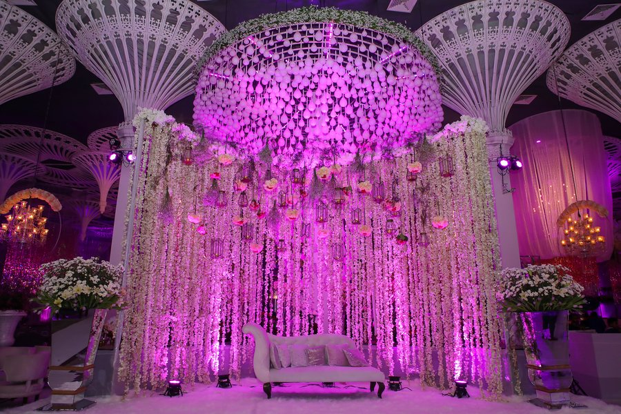 23 Gorgeous Stage Decor Ideas for a Luxurious Wedding, 1 64