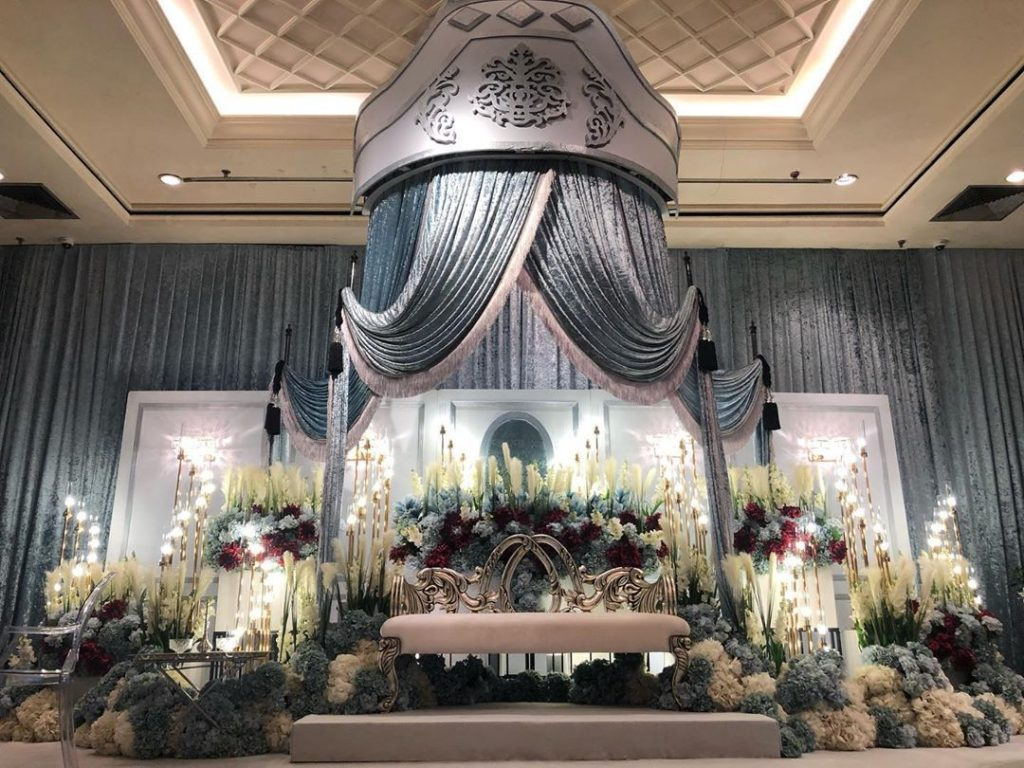 23 Gorgeous Stage Decor Ideas for a Luxurious Wedding, 1 65