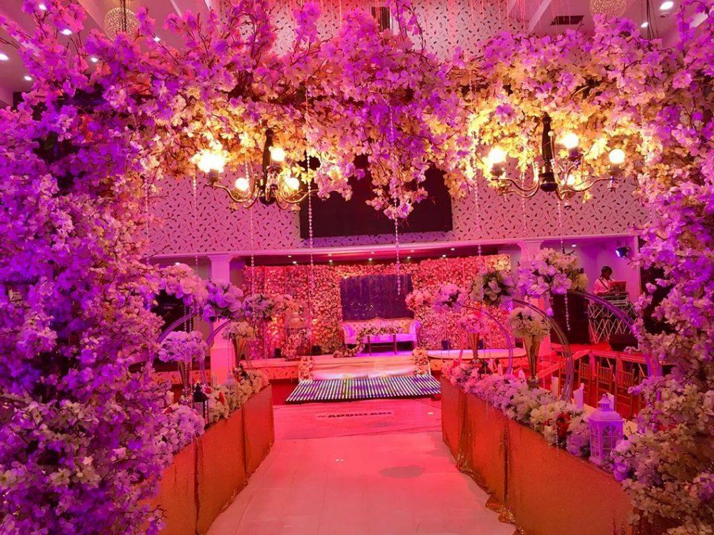 23 Gorgeous Stage Decor Ideas for a Luxurious Wedding, 1 70