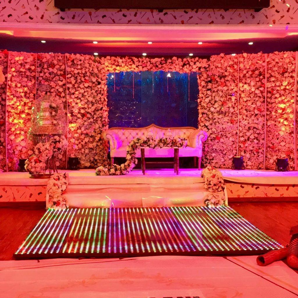 23 Gorgeous Stage Decor Ideas for a Luxurious Wedding, 1 71