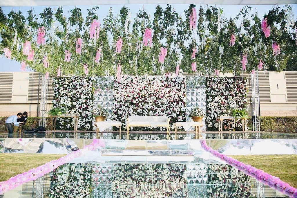 23 Gorgeous Stage Decor Ideas for a Luxurious Wedding, 1 76