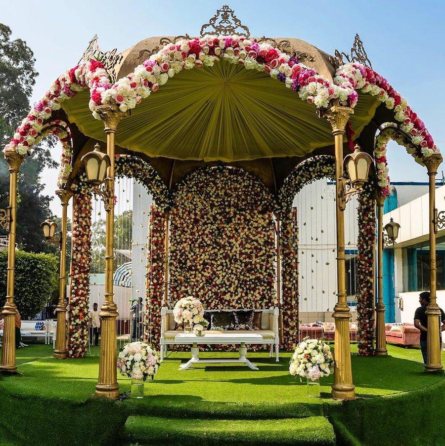 23 Gorgeous Stage Decor Ideas for a Luxurious Wedding, 1 77