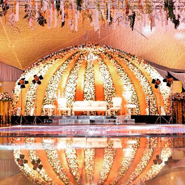 23 Gorgeous Stage Decor Ideas for a Luxurious Wedding, 1 80