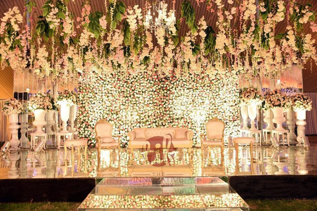 23 Gorgeous Stage Decor Ideas for a Luxurious Wedding, 1 81