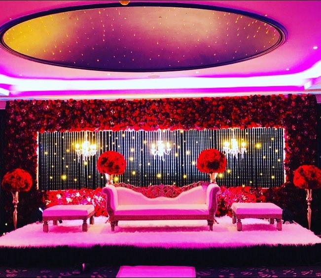 23 Gorgeous Stage Decor Ideas for a Luxurious Wedding, 1 85