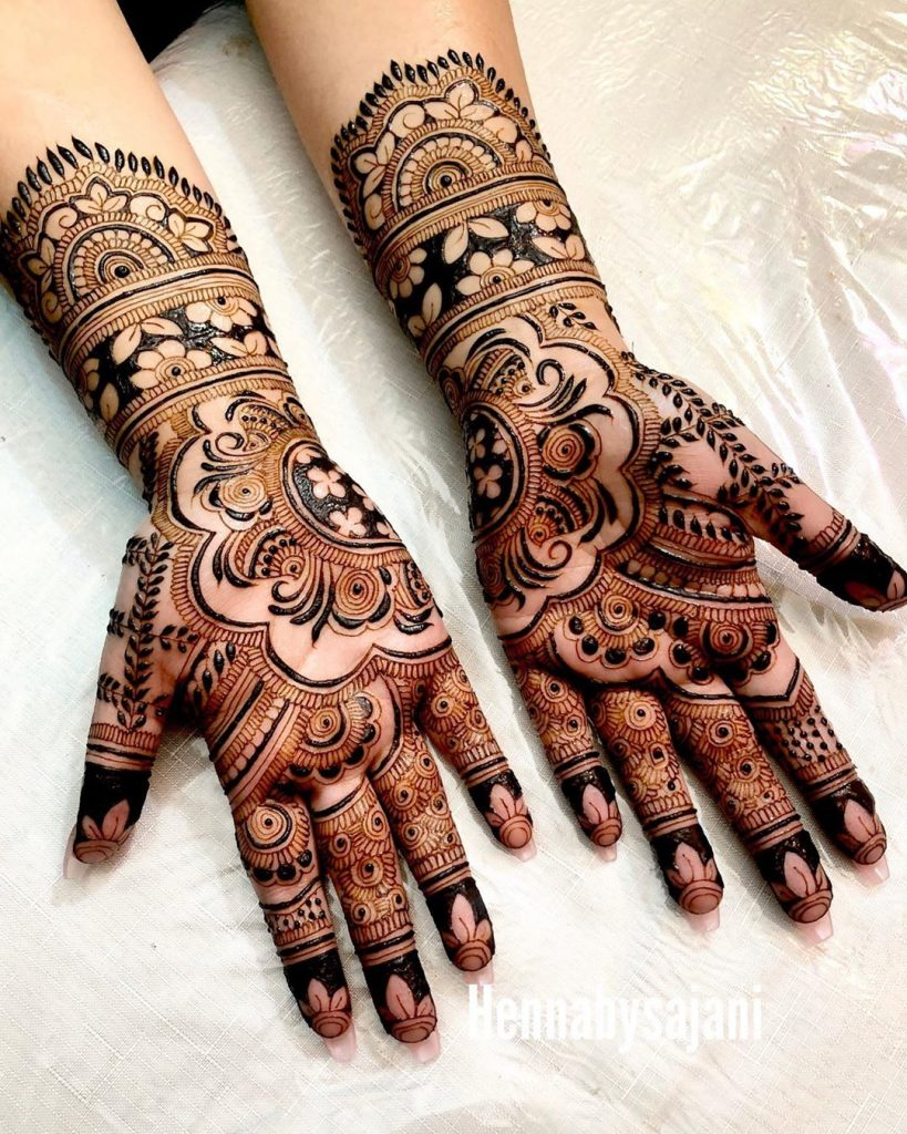 20+ Mandala Mehendi Designs for Brides, 13. Split Mandala Design