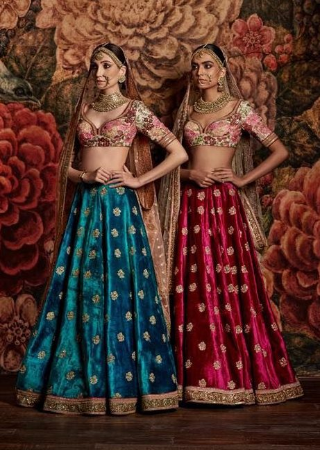 19 Gorgeous Velvet Lehengas By Sabyasachi For A Cozy Winter Wedding, 383d36db872f8704132ae3b23cfbeab6 e1601296927416