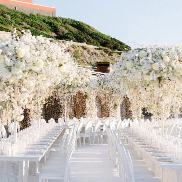 Elegant Ways to Choose White Color Theme for Your Wedding Venue, c2 1