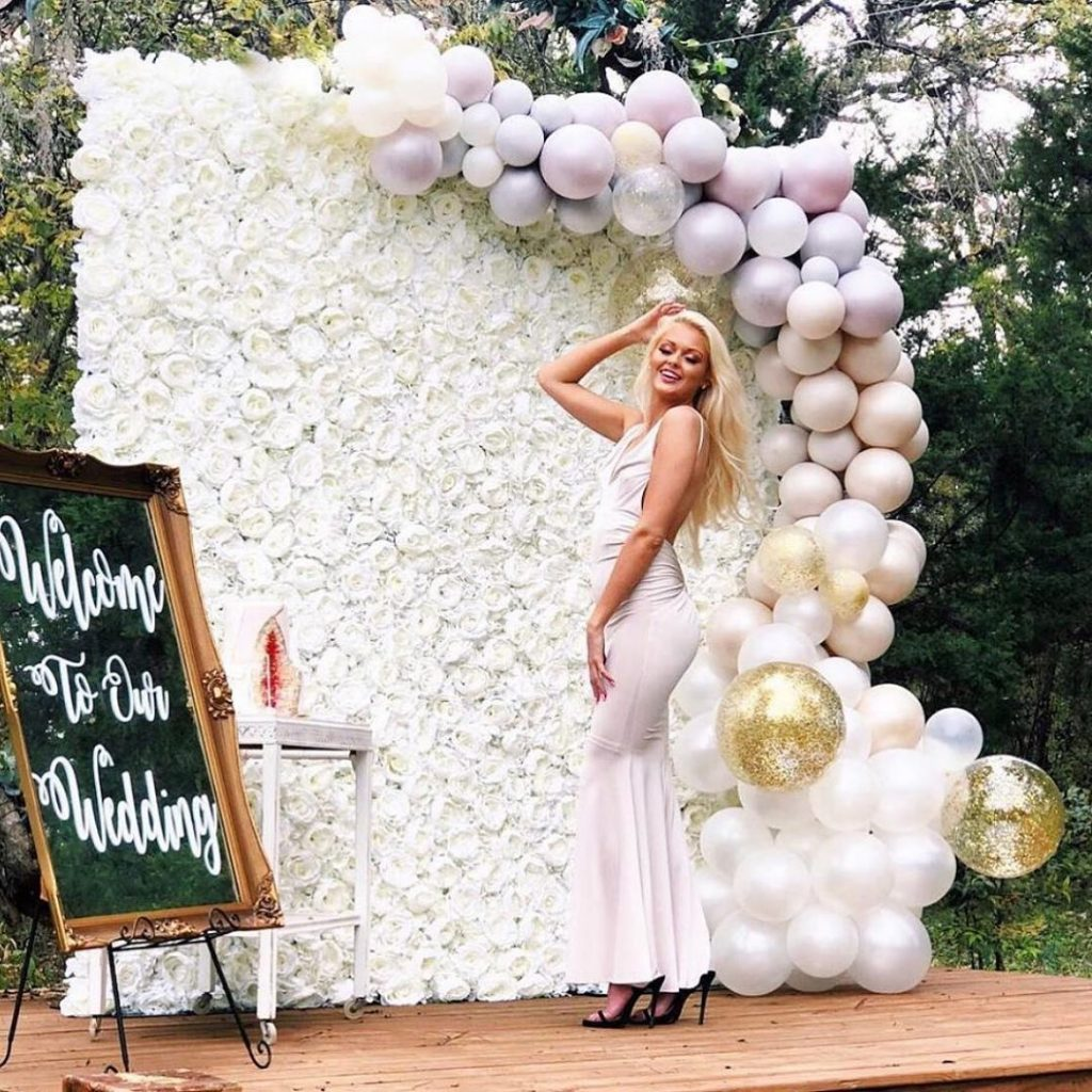 Floral Backdrop and Circle Arches for a Heavenly Wedding, m 47