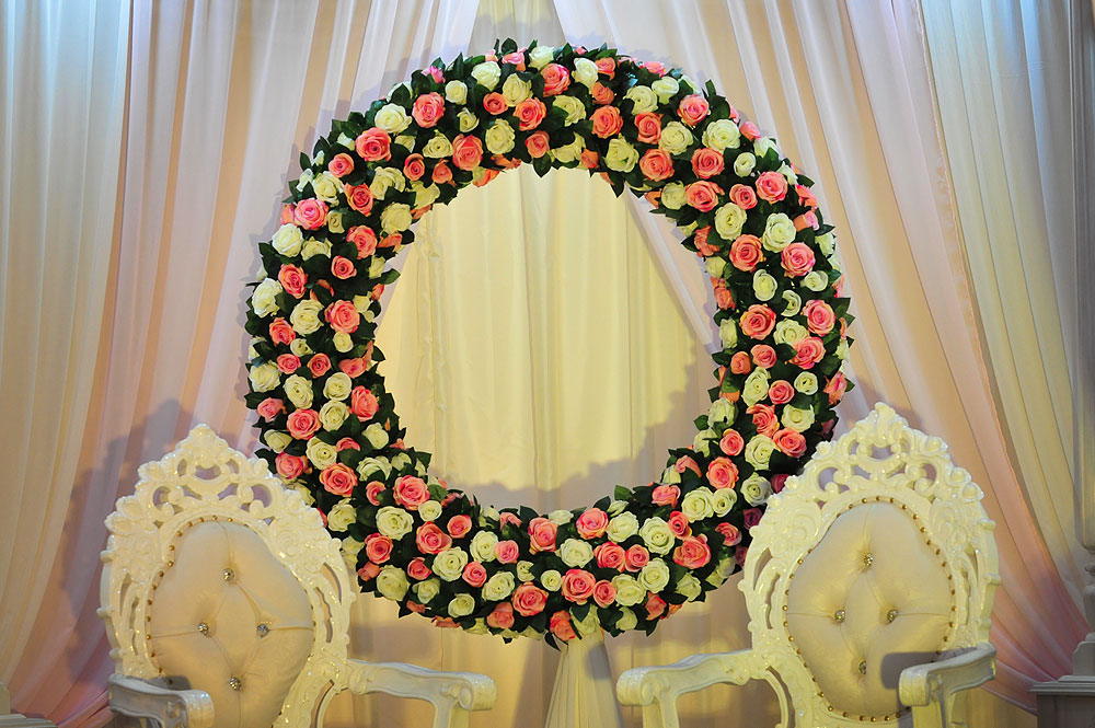 Floral Backdrop and Circle Arches for a Heavenly Wedding, m 51