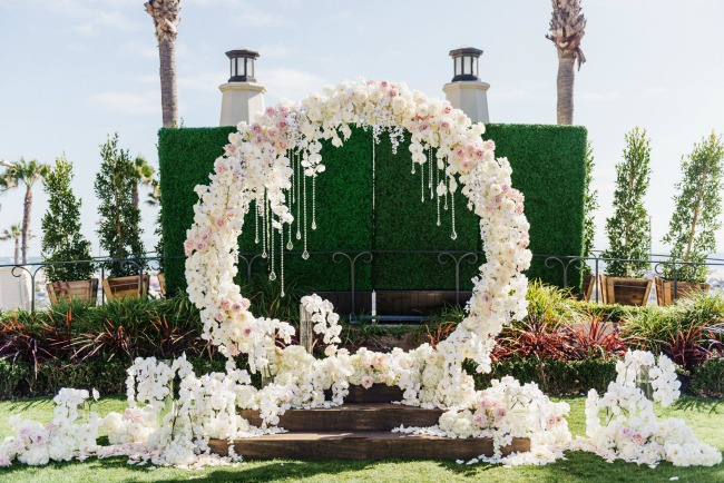 Floral Backdrop and Circle Arches for a Heavenly Wedding, m 52