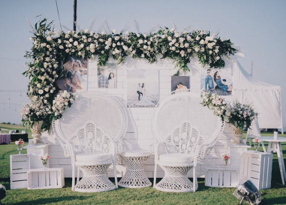 Elegant Ways to Choose White Color Theme for Your Wedding Venue, m