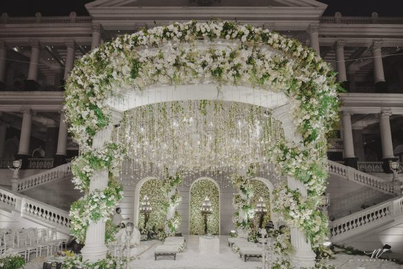 Elegant Ways to Choose White Color Theme for Your Wedding Venue, m3