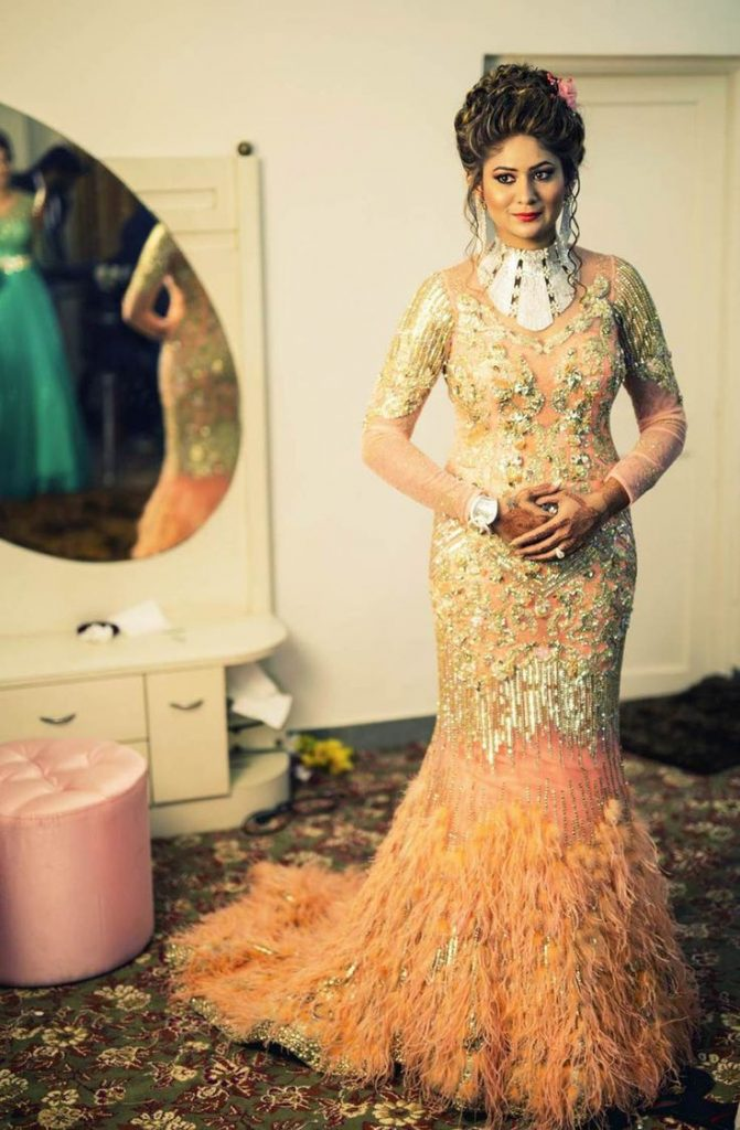 32 Dazzling Engagement Outfits To We Cannot Get Our Eyes Off, e7a635836e58a9bea7a9b29b64ab61f9 1