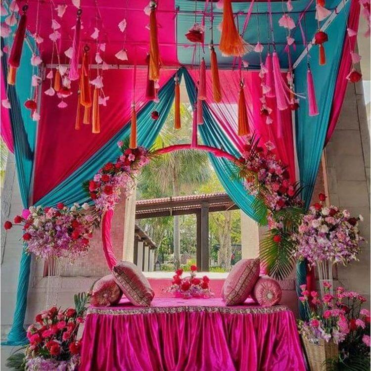 Trendy Outdoor Mehendi Seating Ideas for Brides, instagramphotodownload.com Jyotsana Bisht