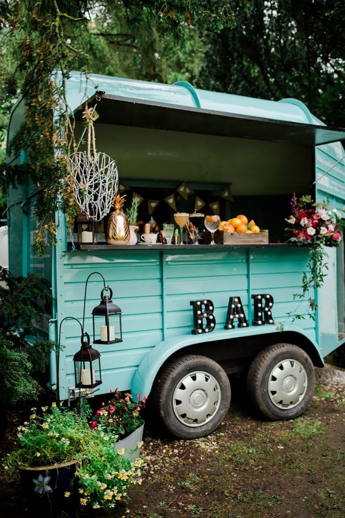 Impressive Wedding Bar Themes and Setup Ideas, Wedding Drinks With A Difference   CHWV